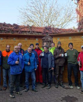 Tatkräftige Hilfe beim Aufbau der Advent-Stände